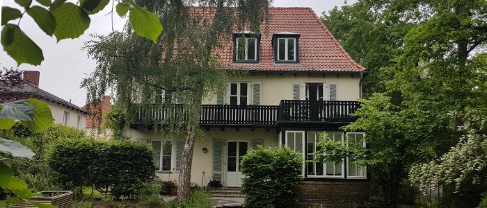 Das Bonhoeffer Haus / Blick vom Garten